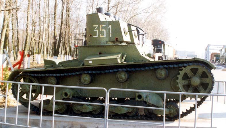 Танк Т-26 на выставке.